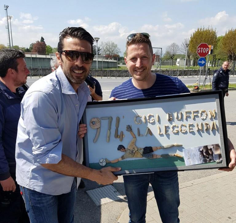 Stefano Furlani regala un�opera a Buffon Sassi d'Autore